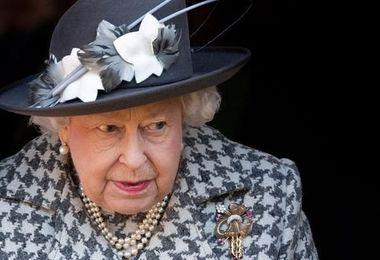 قصه «ملکه» به پایان رسید؟/ الیزابیت و بریتانیا در ایستگاه آخر؟+جزییات