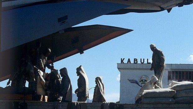 چرا هواپیمای آمریکایی در کابل به زمین نشست؟+ دلیل