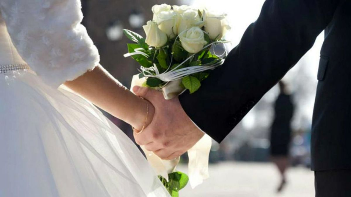 دعوت داماد از همه جا بیخبر به عروسی خودش!+ عکس
