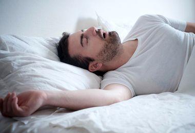 این مرد بی نوا فقط 60 روز از سال را بیدار است!