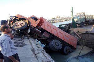 مرگ فجیع پنج نفر در سقوط کامیون به دره