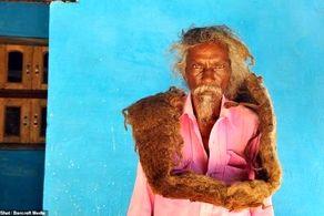موهای این مرد 40 سال رنگ حمام را ندید!+ عکس