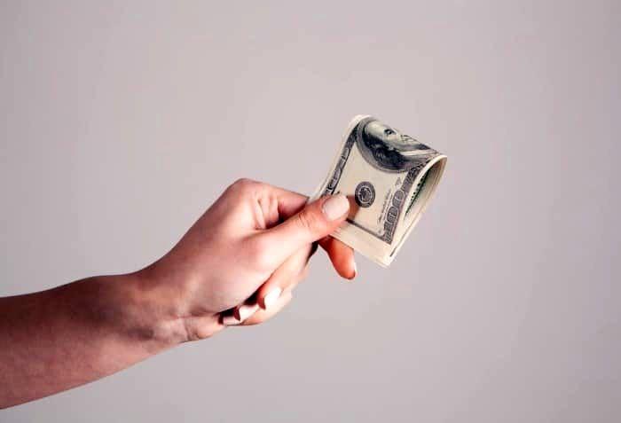 اینگونه پول خرج کنید تا شادتر شوید!