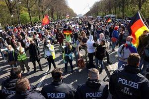 پلیس بازهم با معترضان درگیر شد/خواسته اصلی مردم رفع محدودتهای کرونایی است!