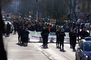 شهروندان به خیابانها ریختند/محدودیتهای کرونایی را بردارید+جزییات