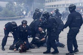 استقبال پلیس فرانسه از معترضان کرونایی با گاز اشکآور!