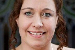 این زن عجیب با خودش ازدواج کرد و ماه عسل رفت! + عکس
