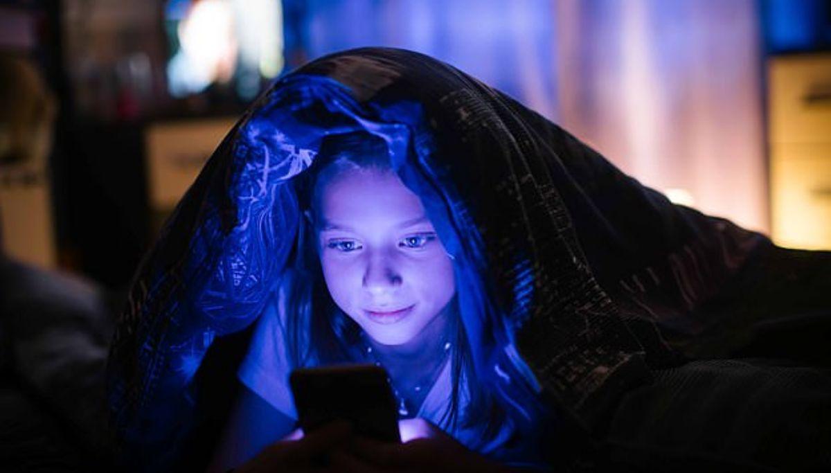 خواب ضعیف کودکان پیامد بازی با تلفن همراه در شب است!
