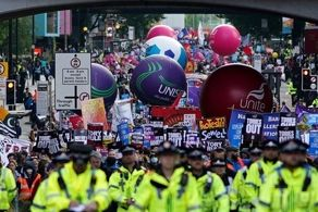مردم انگلیس به خیابانها ریختند